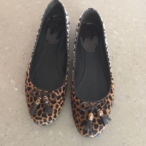 Gucci two-toned leopard flats